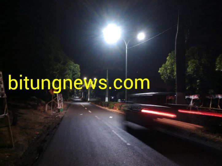 Saat aliran listrik ke rumah warga padam, jalanan di kota Bitung terang-benderang, fenomena apakah ini ?