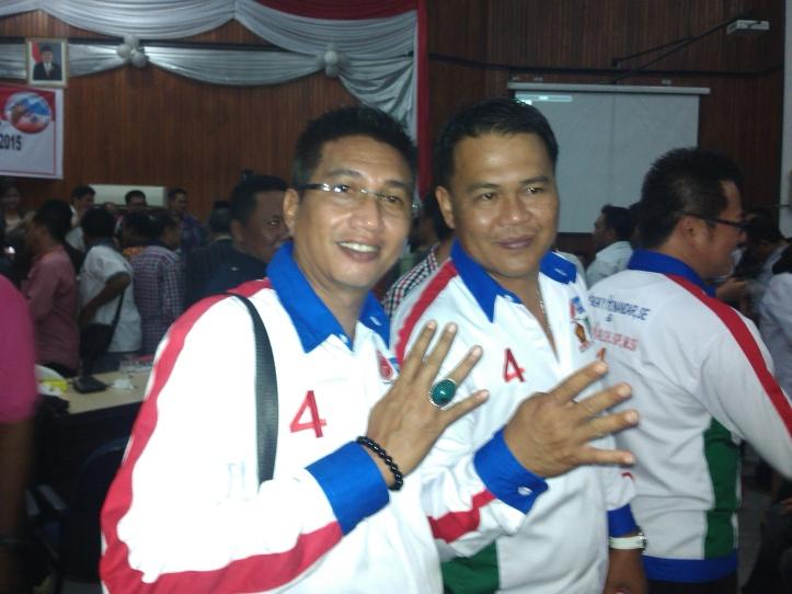 Ketua DPC PKB Kota Bitung, Tony Yunus, bersama Wakil Ketua DPK PKPI, Superman Boy Gumolung