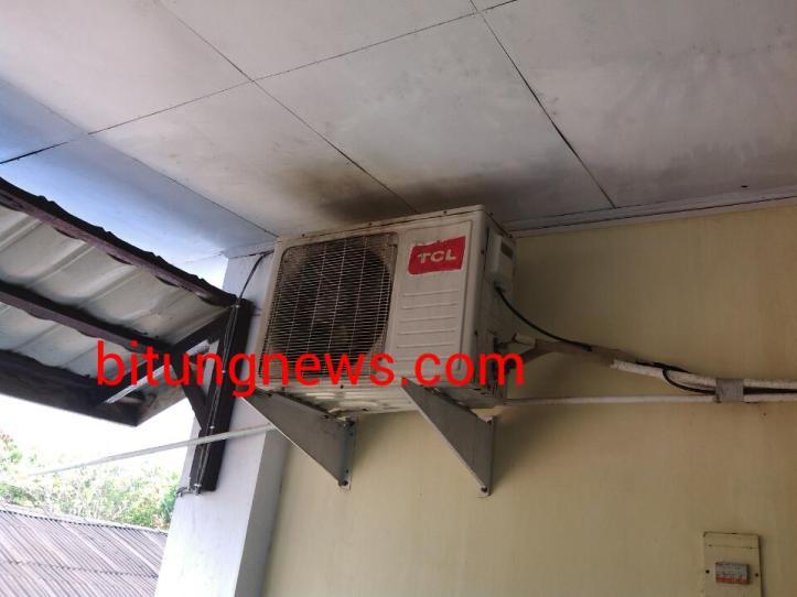 Mesin pendingin ruangan (AC) di lantai 2 kantor KSOP terbakar, Kamis 19/11/2015