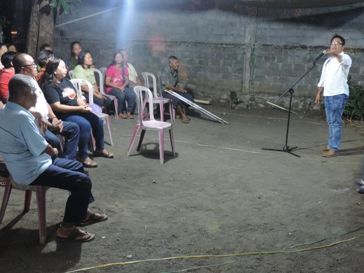 Calon Walikota Michael Jacobus berorasi di hadapan para pendukung di Kelurahan Kakenturan I, Rabu 18/11/2015.