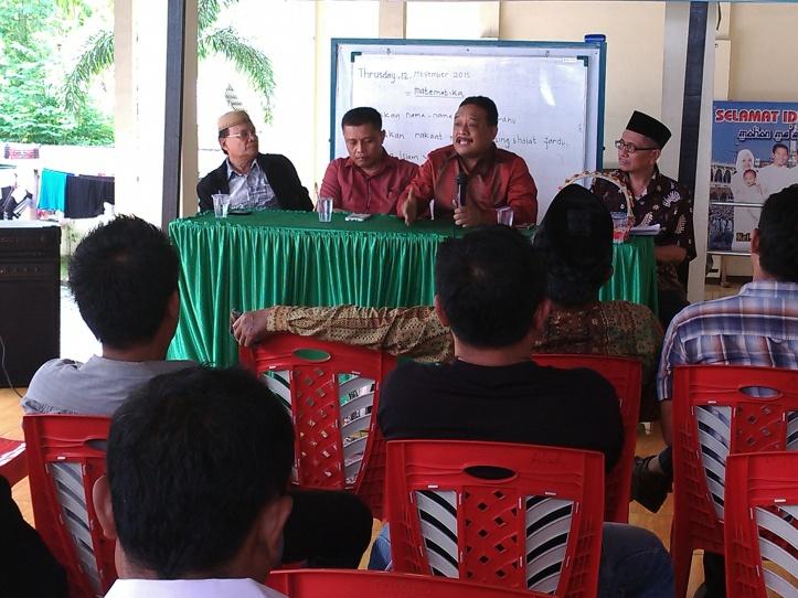 Anggota DPD RI, Beny Ramdhani berdialog dengan tokoh masyarakat dan agama di Bitung, Sabtu 14/11/2015