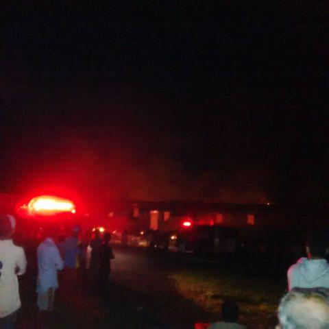 Suasana kebakaran di Pesantren Arafah, Kelurahan Tendeki, Jumat, 27/11/2015