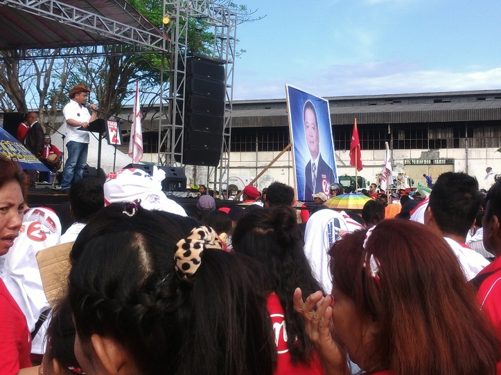 Calon Wakil Walikota, Mario Karundeng berorasi di Lapangan Inkuasku, Senin 30/11/2015