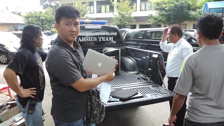 Salah satu laptop merk terkenal, hasil jarahan seharga belasan juta rupiah, hanya dijual 1,7 juta rupiah