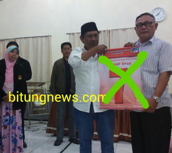 Pasangan No Urut 7 Ridwan Lahiya - Max Purukan saat ditetapkan sebagai Paslon No 7