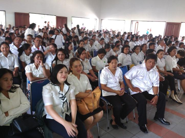 Suasana pelantikan 353 Pengawas TPS di Wisma Pelaut International. Senin 30/11/2015