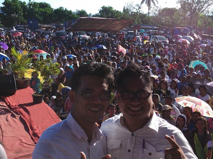 Michael Jacobus-Paulus Kumentas (Mapalus) menutup Kampanye Umum Pilkada Bitung di Lapangan Inkuasku.