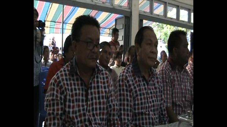 Kandidat Walikota dan Wakil Walikota Terpilih, Max Lomban-Maurits Mantiri di Kantor KPU