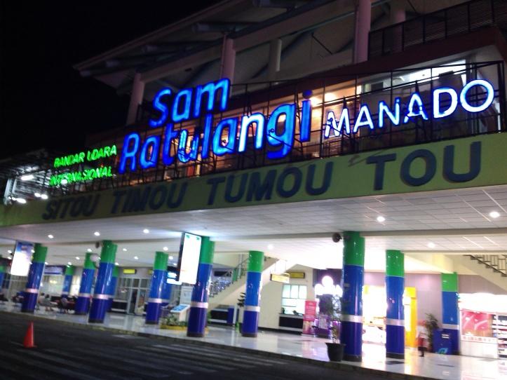 Terminal Kedatangan/ Keberangkatan Bandara Sam Ratulangi Manado lengang, karena semua penerbangan dibatalkan akibat abu vulkanik G Soputan