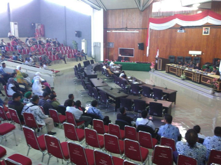 Suasana Rapat Dengar Pendapat Komisi A DPRD Bitung dengan Panitia Pembangunan Masjid Asy-Syuhada dan Dewan Masjid Indonesia.