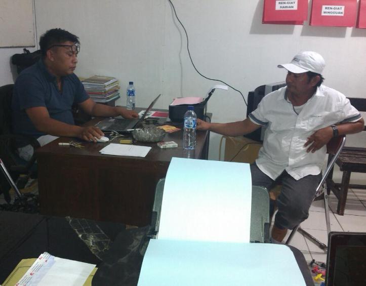 Polisi periksa tersangka kasus dugaan penadah mobil curian, U alias Usman di Mapolres Bitung