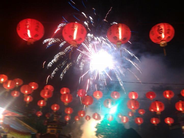 Pesta kembang api warnai Imlek 2567 di Klenteng Seng Bo Kiong