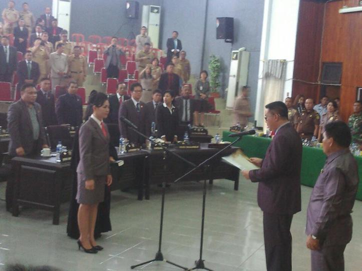 Pembacaan Sumpah/Janji Anggota DPRD PAW PDI-Perjuangan, Rafika Papente