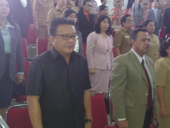 Ketua DPC PDI-Perjuangan, Maurits Mantiri hadir dalam Paripurna DPRD