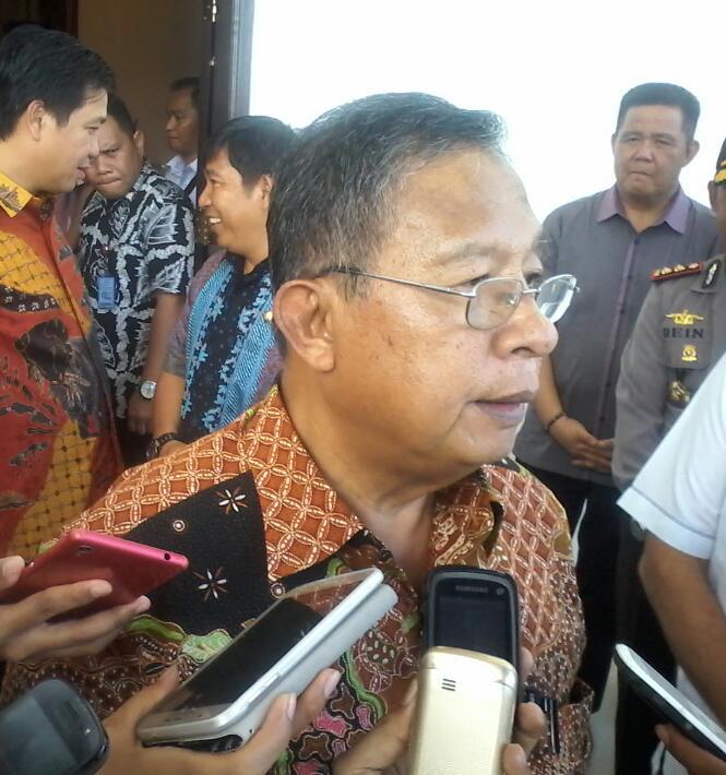 Menteri Koordinator Perekonomian, Darmin Nasution, saat berkunjung di kawasan Ekonomi Khusus Bitung, kamis 25/2/2016