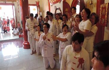 Warga Tionghoa di Klenteng Sen Bo Kiong bersuka-cita, karena Tuhan restui Prosesi Goan Siao/ Cap Go Meh.